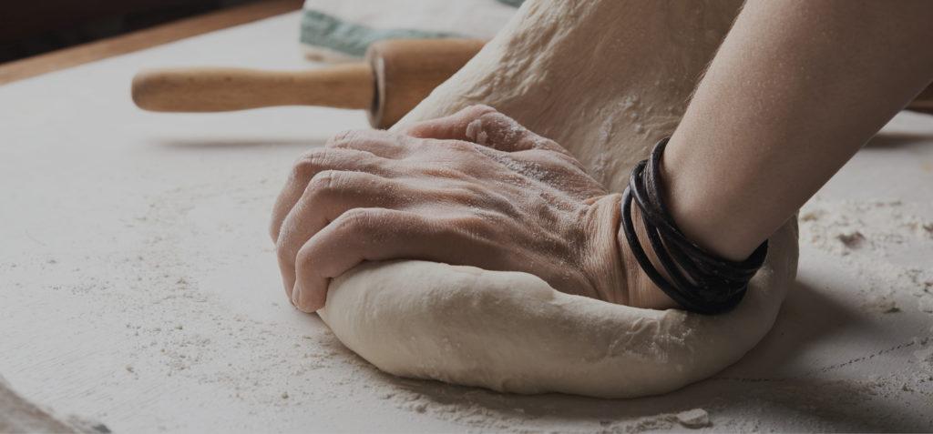 pétrissage pain l'atelier artisan boulanger patissier